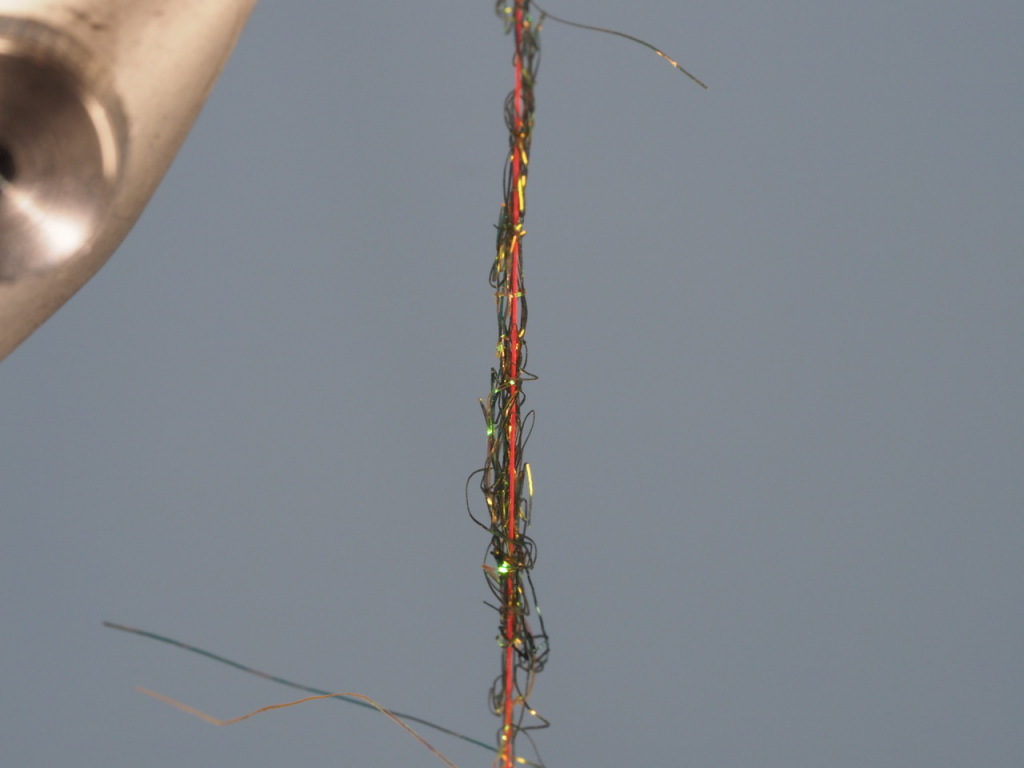 Here it is. That miniscule pinch of dubbing is on my thread and ready to wind around my hook.